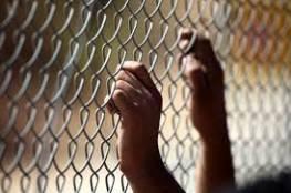الخليل : الاحتلال يغلق غرفة الأسير يونس زين بالباطون في يطا