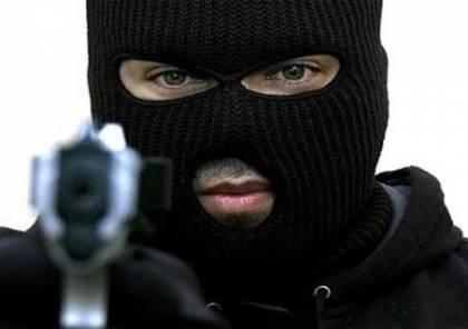 الشرطة : سطو مسلح على مركبة في نابلس