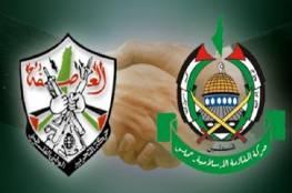 فتح تهاجم حماس: مفاوضاتكم مع الاحتلال مخزية والأخيرة ترد: سقطتم وانتهت شرعية رئيسكم