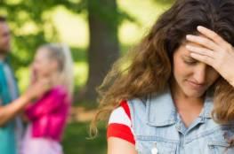 10 علامات تدل على خيانة زوجك لكِ عاطفياً