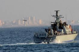 الزوارق الحربية تطلق نيران رشاشاتها باتجاه الصيادين في غزة