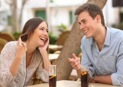 هذا ما يلاحظه الرجل في مقابلته الأولى مع المرأة