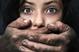 رجلان يغتصبان فتاة تبلغ 11 عاما.. وحملت من أحدهما!