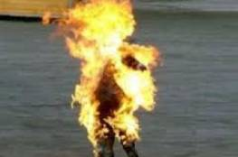 غزة: إصابة حرجة لمواطن أحرق نفسه ومحاولات لإنقاذ حياته