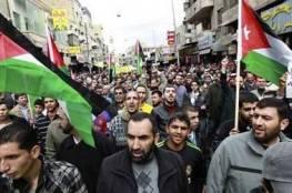 الاف المتظاهرين  في الكرك تطالب بإسقاط الحكومة الاردنية
