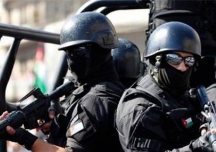 صور: الأمن الاردني يعتقل شابا رسم العلم الإسرائيلي على الأرض
