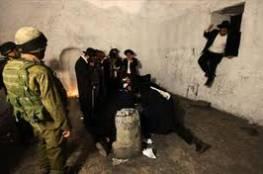 نابلس: مئات المستوطنين يقتحمون قبر يوسف فجرا