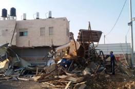 قوات الاحتلال تهدم منزلاً في بلدة اللد