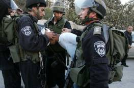 الاحتلال يدهس شابين ويعتقل احدهما