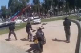 فيديو : شرطة الاحتلال تقتل شابا فلسطينيا امام الطلاب