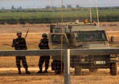 جيش الاحتلال يزعم اعتقال شابين مسلحين حاولا اجتياز الحدود من غزة