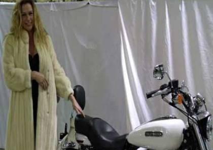 زوجة ودراجة للبيع والاثنين بحالة جيدة