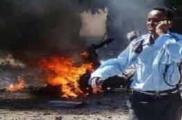 """فيديو للحظات الانفجار الأولى - ارتفاع عدد قتلى هجوم مقديشو إلى 32 وحركة """"الشباب"""" تتبنى"""