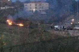 الاحتلال يغلق المجال الجوي.. صور.. إسقاط طائرة اسرائيلية بعد إغارتها على أهداف في سوريا
