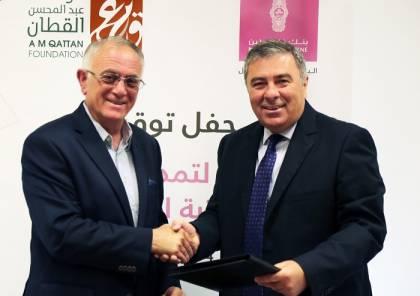 """""""القطَّان"""" و""""بنك فلسطين"""" يوقعان اتفاقية لتجديد دعم المكتبة المتنقلة بغزة"""