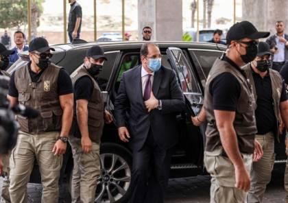 صور : وصول رئيس جهاز المخابرات المصرية إلى غزة يرافقه وزراء من السلطة الفلسطينية