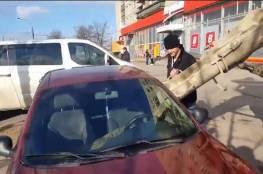فيديو: أفرغ الاسمنت بسيارة زوجته وسيصدمكم السبب