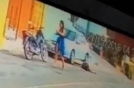 فيديو.. زوجة تقتل زوجها ضابط الشرطة في الشارع لهذا السبب!