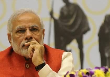 فيديو.. رئيس وزراء الهند ينظف مدرسة في نيودلهي