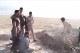 جنود عراقيون يعدمون مدنيا بالموصل بعد حفر قبره