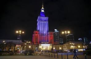 الإضاءة تسهم في تقديم التعازي لباريس