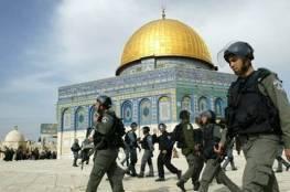 قوات الاحتلال تداهم مرافق المسجد الاقصى وتعتقل شاباً