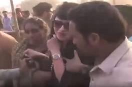 فيديو صادم.. تحرش جماعي بناشطة سياسية في باكستان