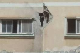 صور: اصابة مواطن بسقوط قذيفة مصرية على منزل برفح