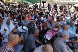 """عشرات المواطنين يؤدون """"الجمعة"""" في الخان الأحمر"""