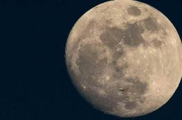 """علماء يكتشفون """"مظاهر حياة"""" على سطح القمر"""