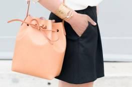 """حقيبة ال""""Bucket Bag""""تتربع علي عرش موضة الحقائب لعام 2019"""