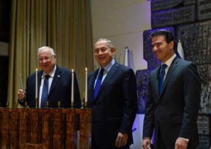 نتنياهو يكرم مجندة موساد نشطت بدول عربية وضباط نفذوا عمليات بعمق تلك الدول
