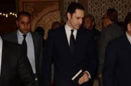 فيديو: علاء مبارك يثير الجدل في عزاء محمود عبد العزيز