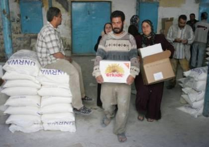 الأونروا تقدم طرودًا غذائية للسحور للأسر اللاجئة الفقيرة في قطاع غزة