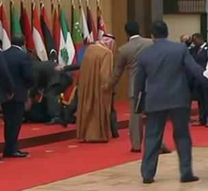 كيف-علقت-هيفاء-وهبي-على-سقوط-الرئيس-اللبناني!!