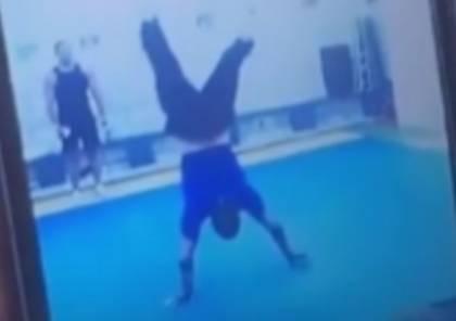 فيديو: كاظم الساهر يتألق ويمشي على يديه