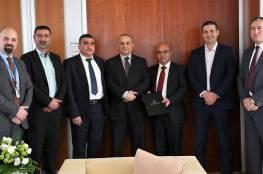 الاتصالات الفلسطينية والجامعة العربية الامريكية توقعان اتفاقية تعاون
