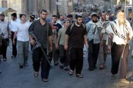 اصابة مواطن برشق الحجارة جراء هجوم المستوطنين على مدرسة بنابلس
