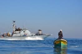 قوات الاحتلال تلاحق الصيادين وتتوغل بشكل محدود شرق غزة