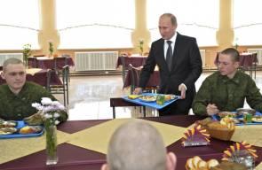 الرئيس الروسي فلاديمير بوتين يعرض عضلاته العسكرية