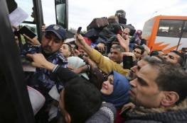 هارتس: الآلاف غادروا غزة دون رجعة وحماس تمنع مغادرة الأطباء ..