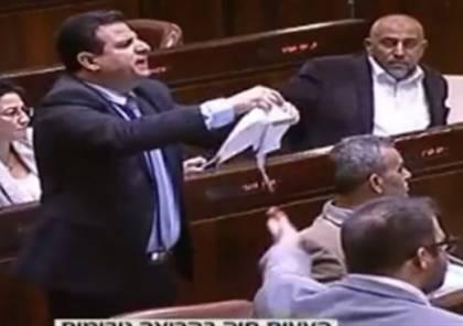 """فيديو: ايمن عودة يمزق قانون الحظر """": الاذان كان قبل العنصريين وسيبقى بعدهم"""