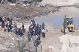 جرافات الاحتلال تنتشر قرب الخان الأحمر وتتمركز عند الشارع الرئيس