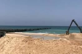 """""""كاسر أمواج وغير قابل للاختراق"""" الكشف عن تفاصيل بناء الجدار البحري على حدود غزة"""