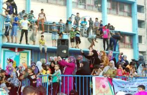 حفل زفاف لغزيين ناجين من القصف في مدارس اغاثة وتشغيل الاجئين