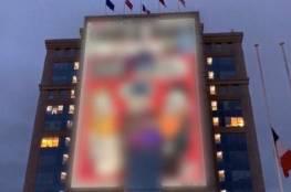 """ماكرون يدعم الرسومات المسيئة للنبي """"محمد"""" ويقرر نشرها في ميادين عامة"""