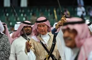 الأمير تشارلز يرقص العرضة السعودية
