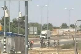 """الاحتلال يصيب شابا بالرصاص على مفرق """"عصيون"""" شمال الخليل"""