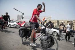 مصري ينطلق في رحلة من القاهرة إلى موسكو بالدراجة