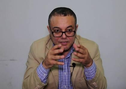 الداخلية تتعهد بالتحقيق.. عاطف أبو سيف يتحدث عن الاعتداء عليه ويحمّل حماس المسؤولية